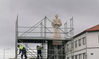 """Depois de """"recuperada"""" estátua do """"fundador de Angra"""" volta ao seu lugar"""